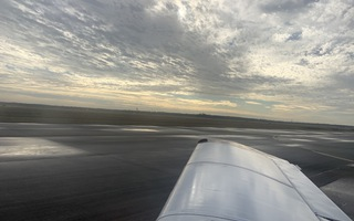 Transitioning between low and high wing planes in primary flight training